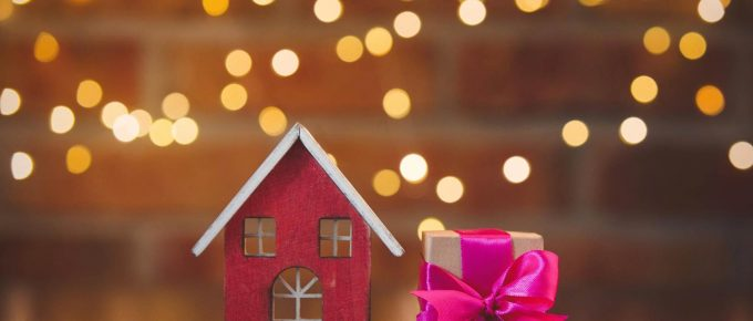 HEY, REAL ESTATE AGENTS: HERE'S A GIFT GIVING GUIDE FOR AFTER YOU CLOSE